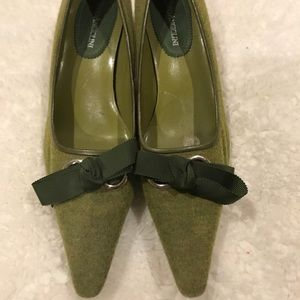Olive green kitten heel pumps with bow